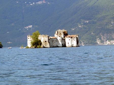 Castelli di Cannero vom See