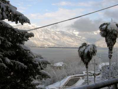 Seeblick im Schnee