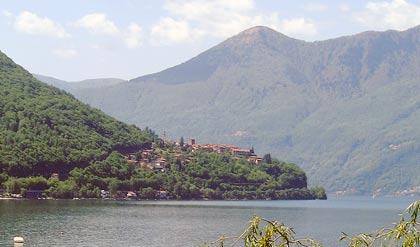 Blick auf das Dorf Pino Lago Maggiore