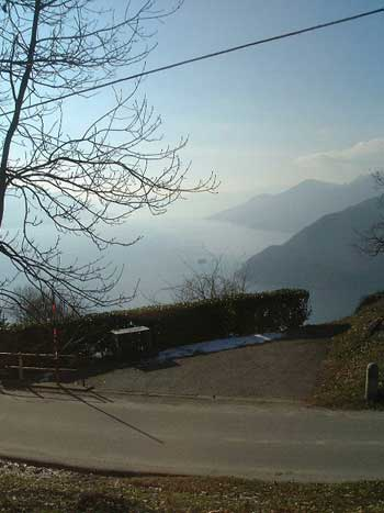 Ausblick auf den See von San Rocco in Campagnano