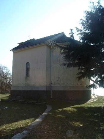 Die Kirche von San Rocco in Campagnano von hinten