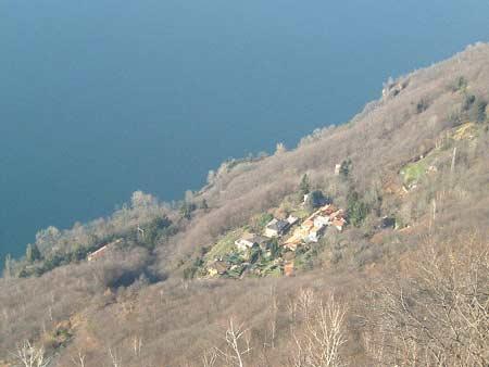 Blick auf das kleine Dörfchen Campagnano Sarangio