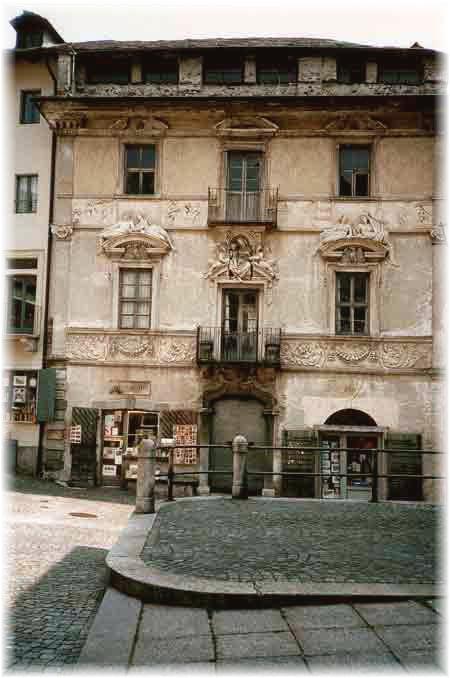 Ein Paradies für Kunsthistoriker ist die Altstadt von Locarno - so lässt es sich spazieren gehen...
