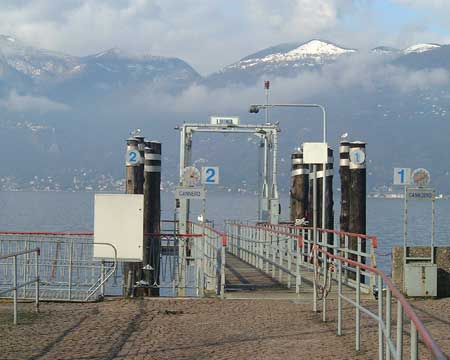 Luino: Schiffsanlegeplatz für Bootsfahrten zum gegenüberliegenden Seeufer und den Borromäischen Inseln