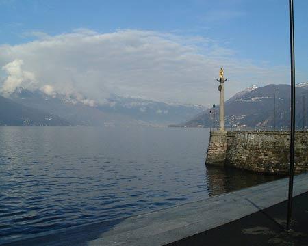 Luino: Hafen in Luino - Ausgangspunkt vieler Bootsfahrten zum westlichen Ufer des Sees