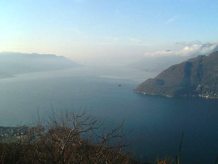 Belebender Ausblick auf den Lago Maggiore von Maccagno, Nähe Musignano aus - Urlaub mit Hund am Lago Maggiore - Urlaub Hund