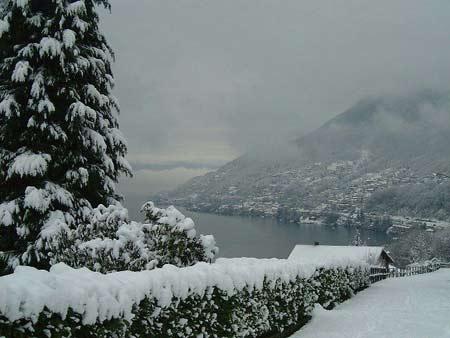 Der Weg durch Pino Lago Maggiore hat Anschluss an viele Wanderwege