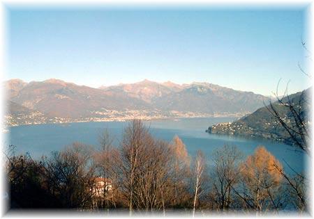 Ausblick auf Pino Lago Maggiore und auf dem nordlichem Teil des Lago Maggiore