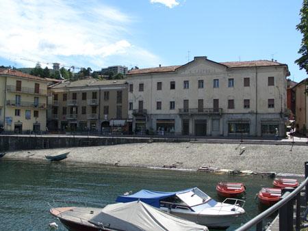 Luino: Blick von der Promenade auf den See