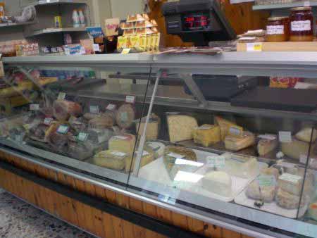 Wurst- und Käsetheke