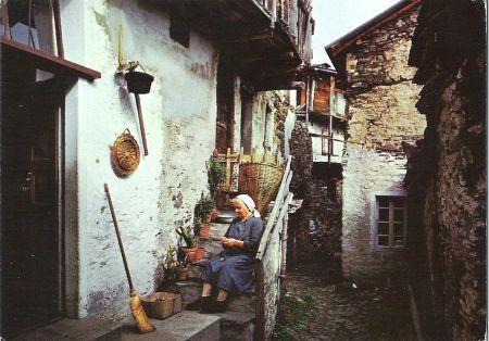 Typisches altes Dorf im Tessin